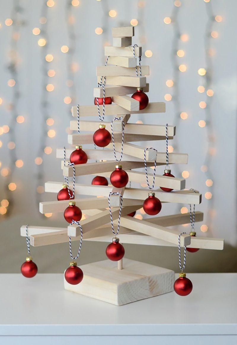 Árvore de Natal de madeira pequena