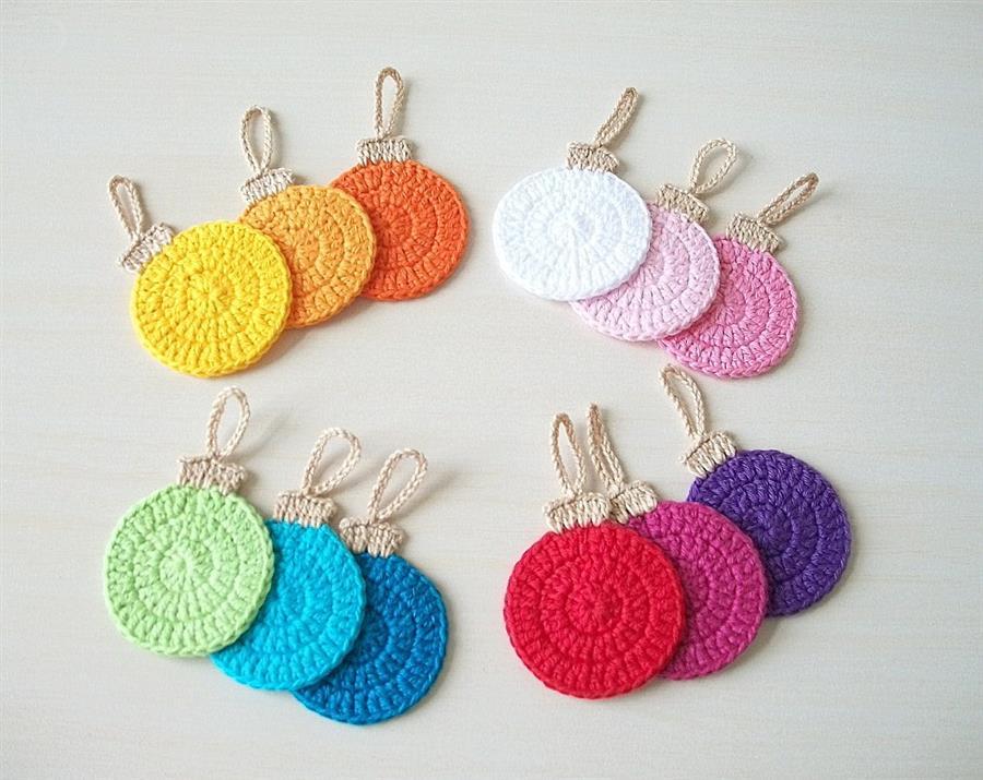 Bolas de Natal feitas de crochê