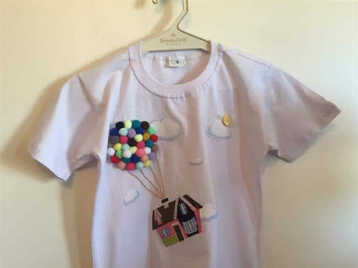 blusa infantil customizada com pompom