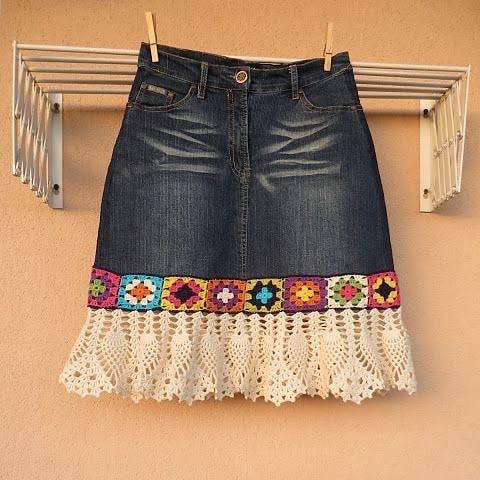 Saia jeans personalizada com babado de crochê
