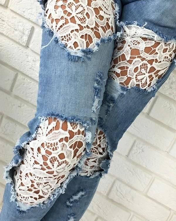 calça jeans com renda na perna