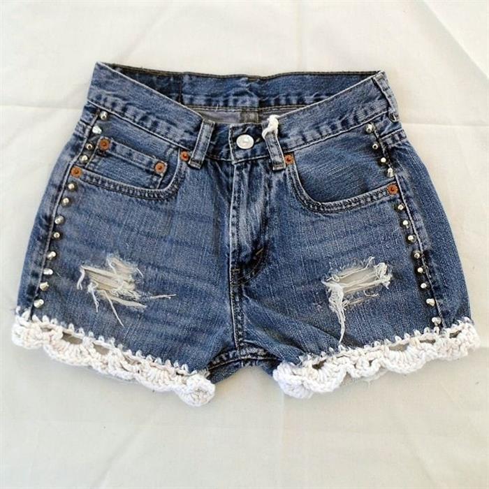 short jeans com bico de crochê