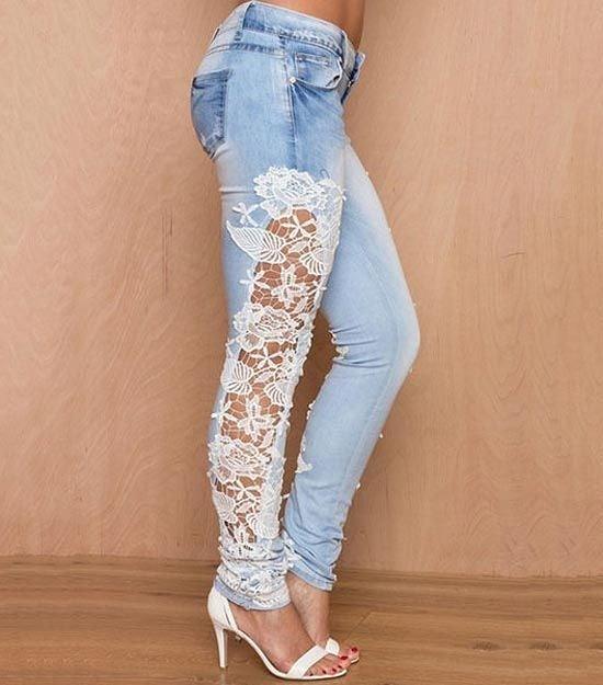 Calça jeans feminina com renda na lateral