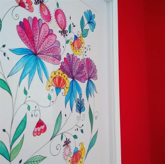desenhos em parede de quarto feminino