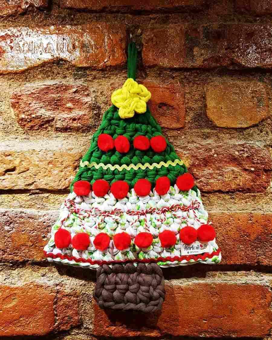 Mini árvore de Natal de fio de malha