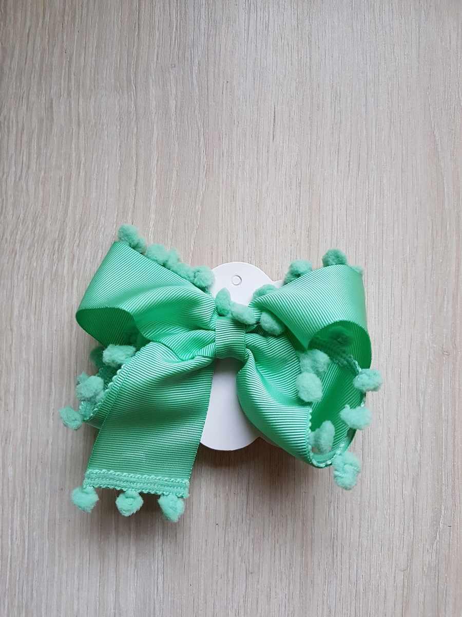verde decorado com pompons