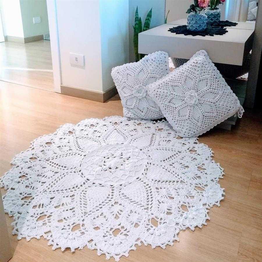 branco com flor no centro