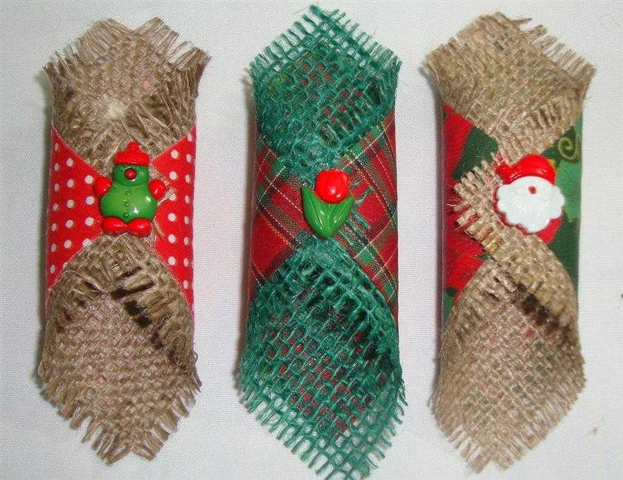 Enfeites natalinos com juta e tecido