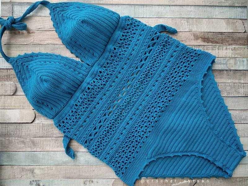 maiô de crochê azul claro