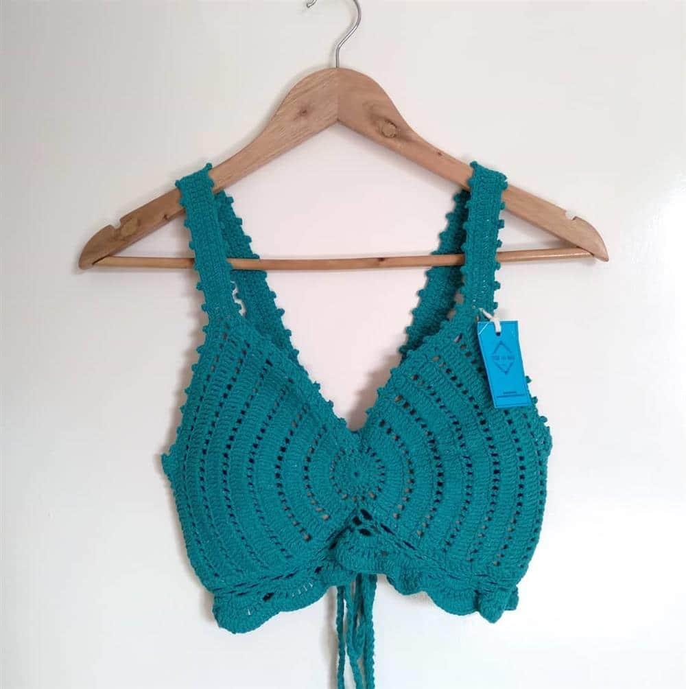 blusinha de croche curta