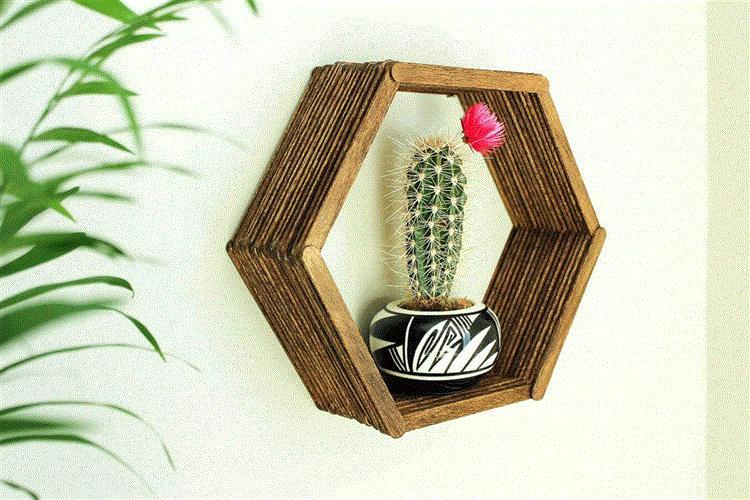 nicho com vasinho de planta