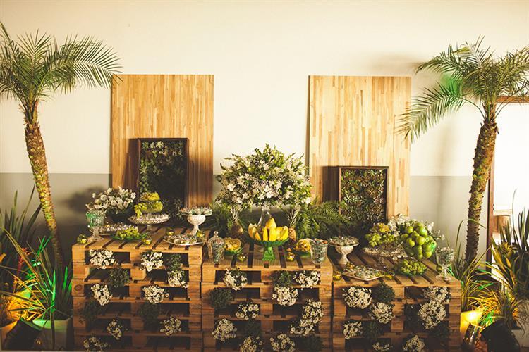 decoração de paletes com flores