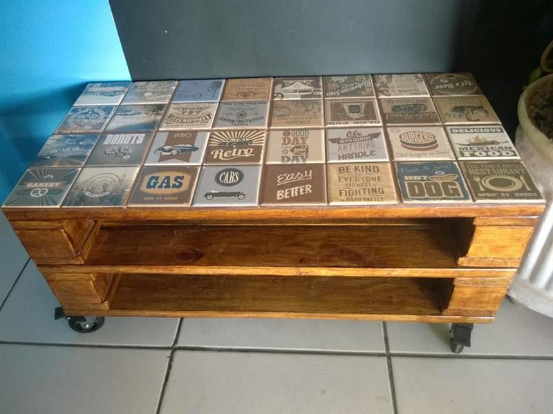 Mesa de centro de pallet com azulejo