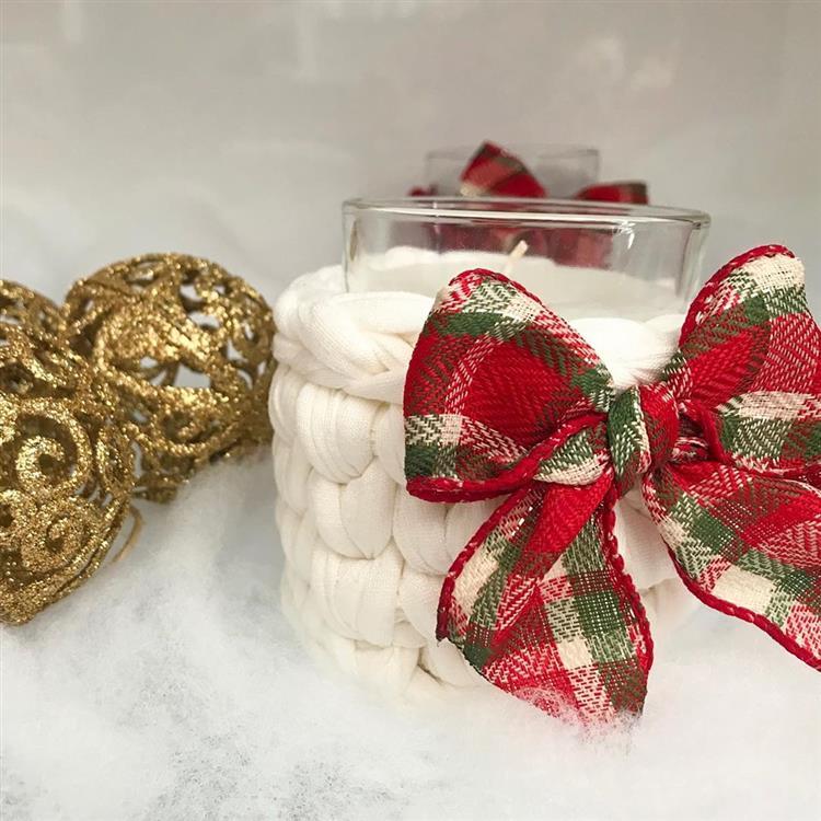 Decoração de Natal com crochê e vela