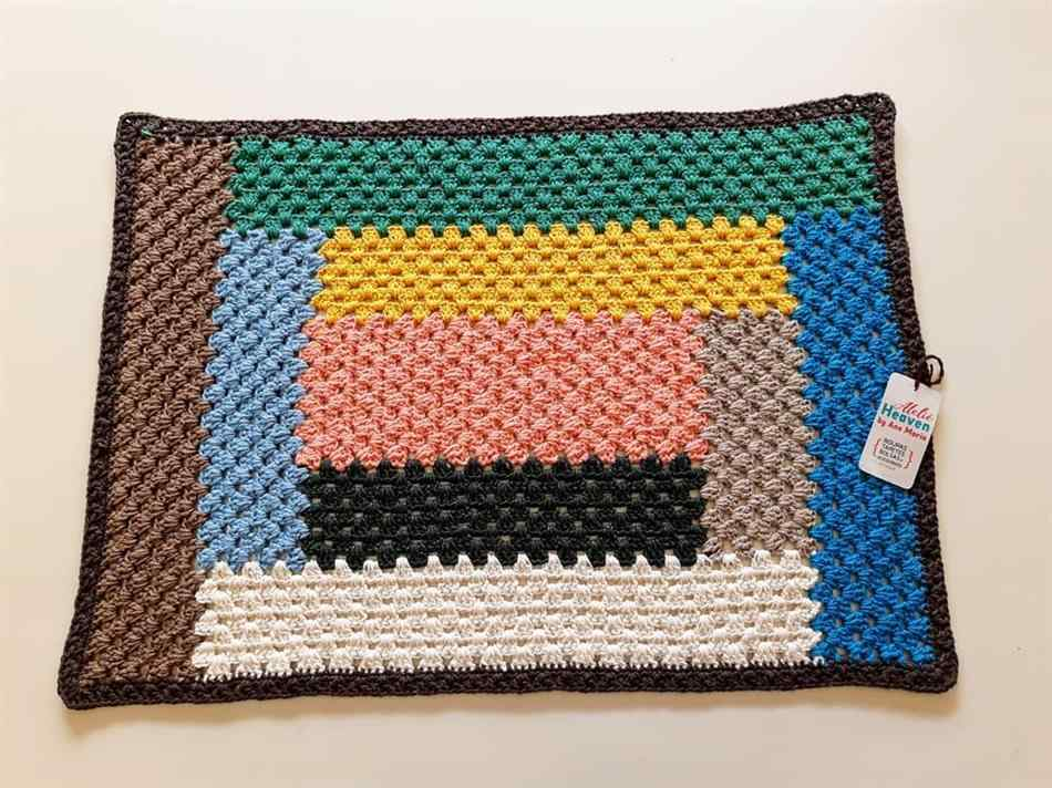 Tapete de crochê retangular colorido