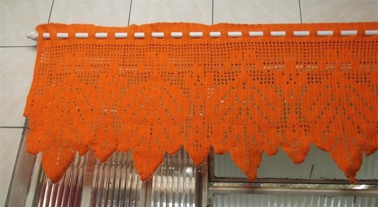 laranja com desenho de folhas