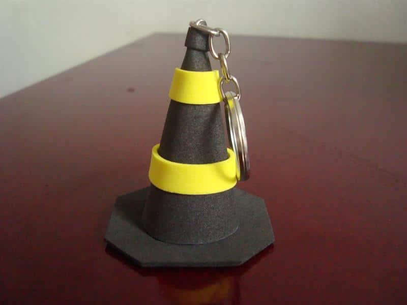cone amarelo e preto