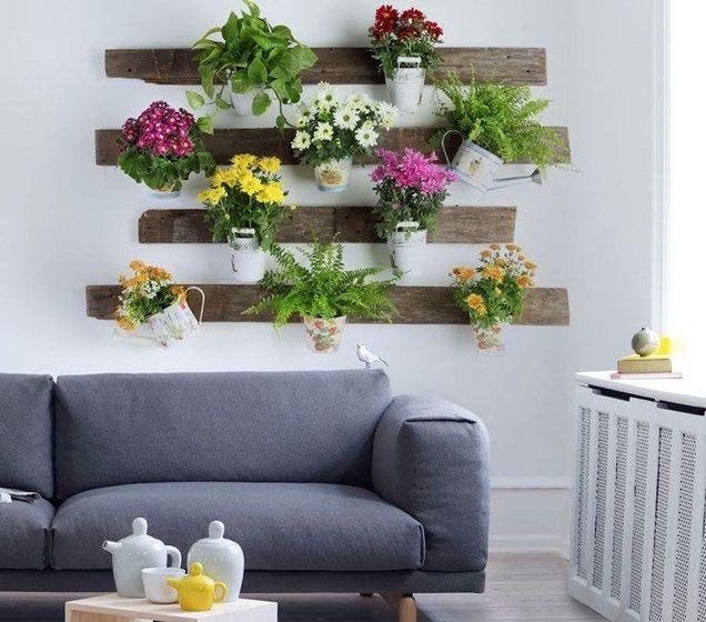 madeira de paletes e flores