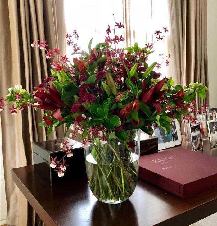 enfeite de natal com flores verdadeiras no vidro