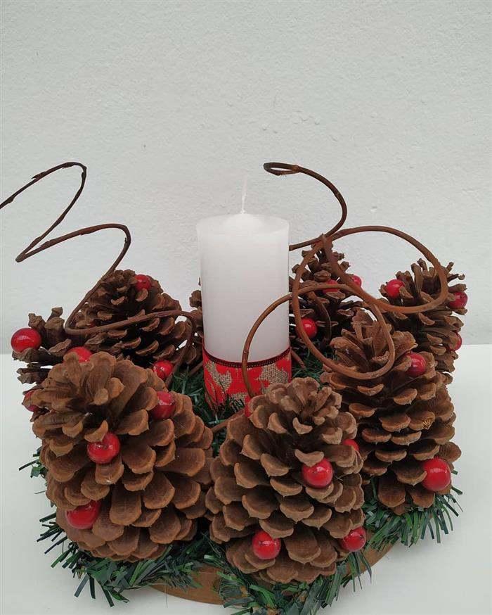enfeite natalino decorativo com pinha