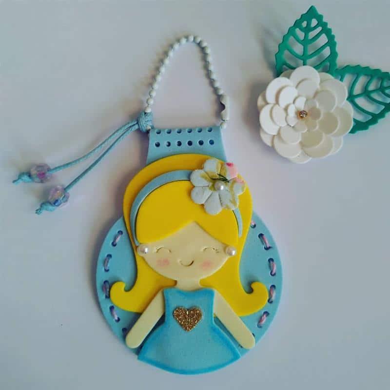 chaveiro de boneca de EVA