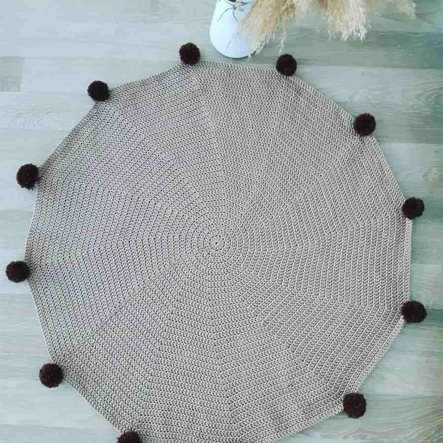 tapete infantil de crochê cinza