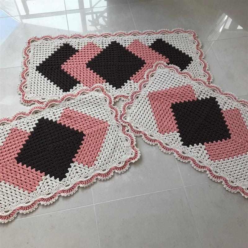 Jogo de tapetes de crochê