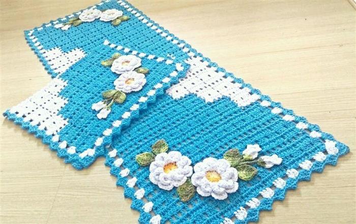 Tapetes de barbante azul e branco