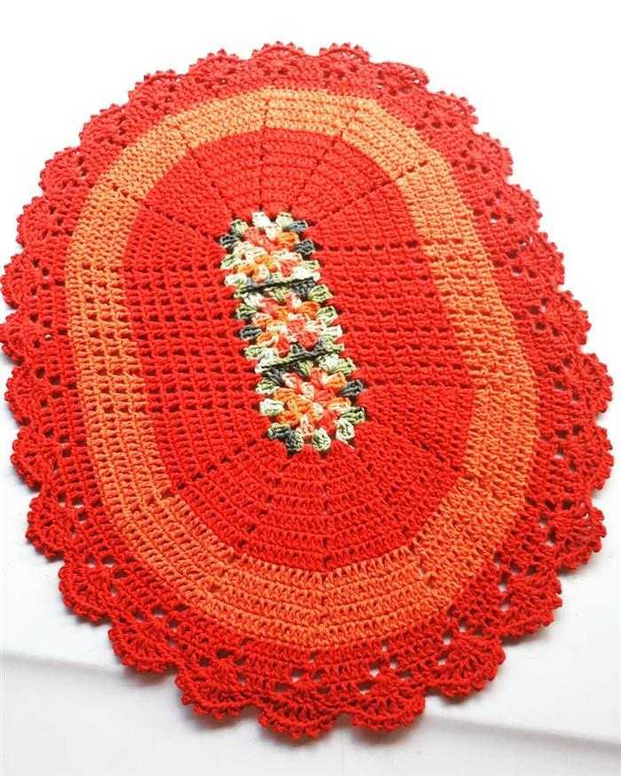 tapete de barbante com flor no meio