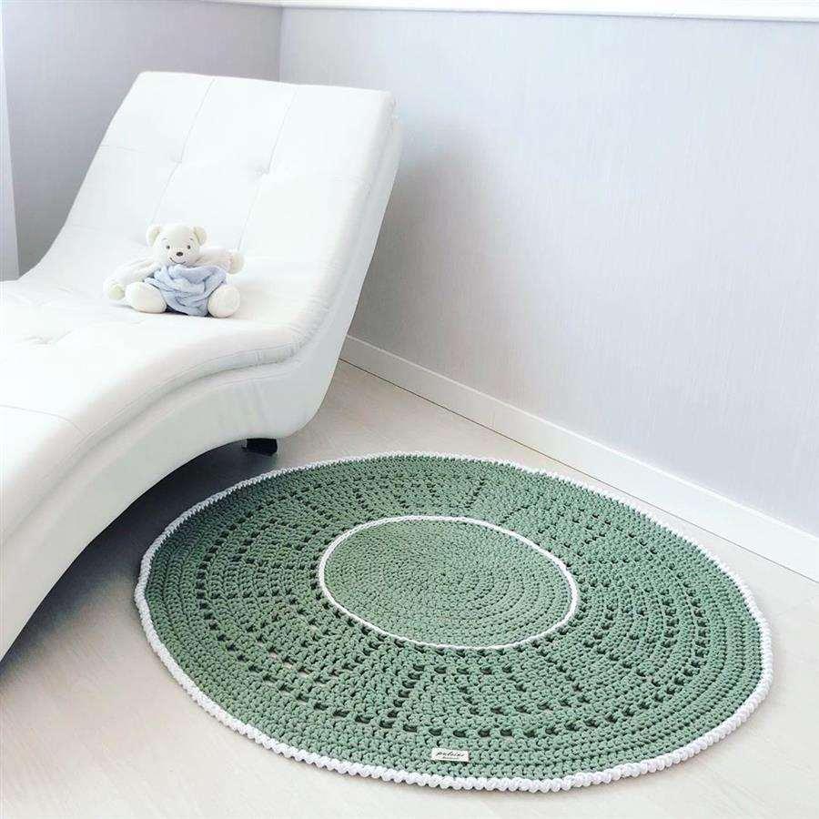tapete de croche verde e branco
