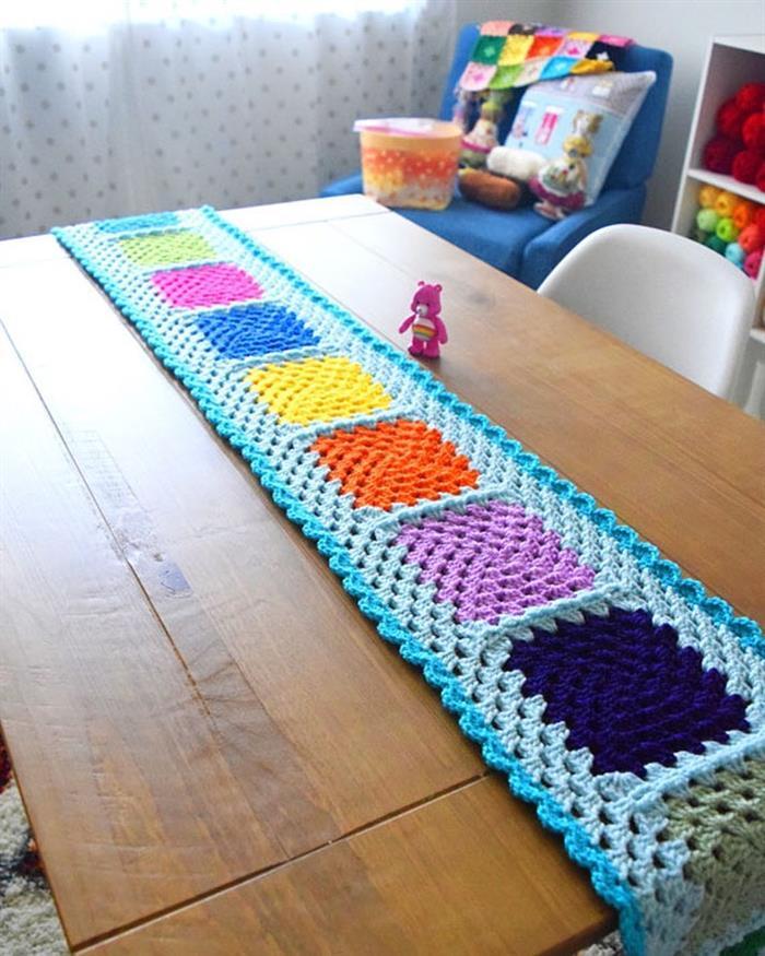 Caminho de mesa de barbante colorido