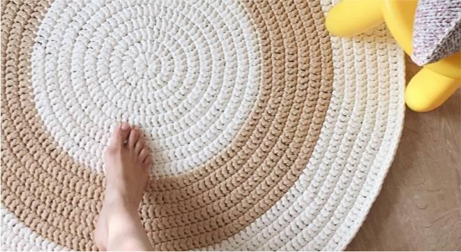 tapete bege com branco