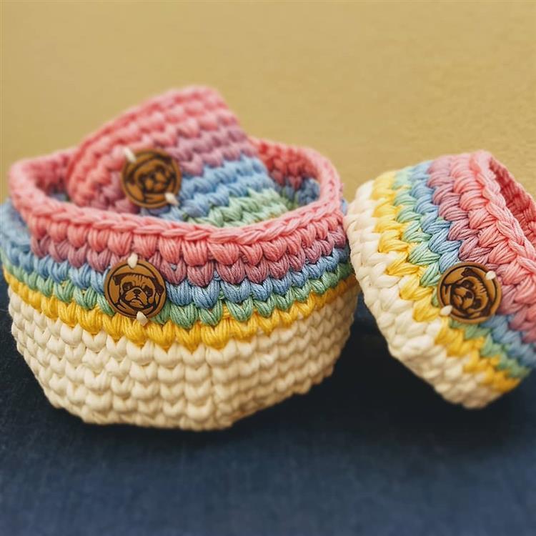 Conjunto de cestas coloridas