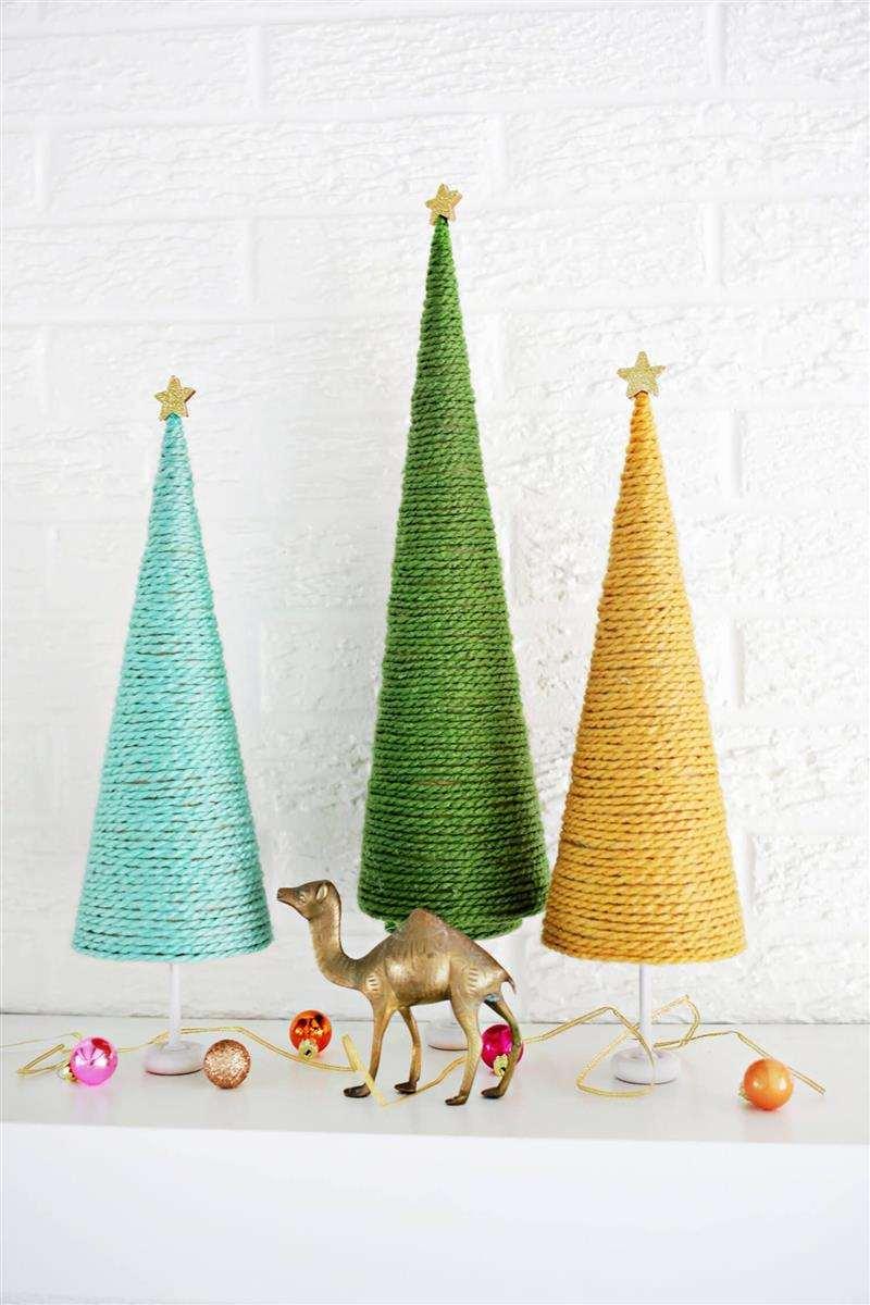 Árvore de Natal de barbante colorido