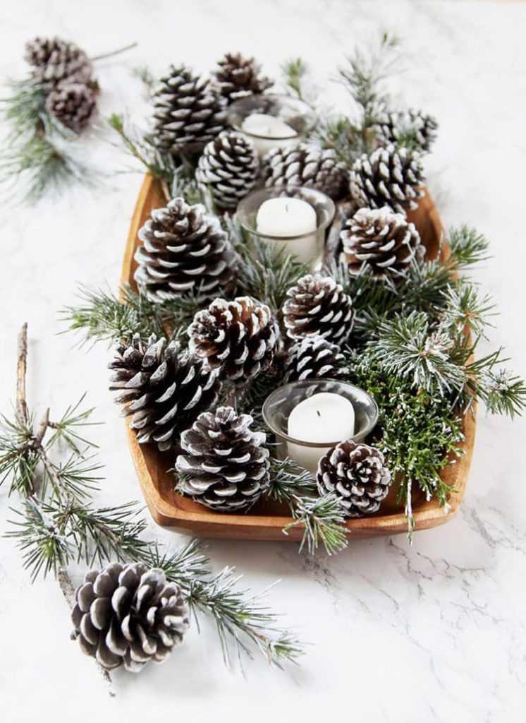 centro de mesa de natal com pinhas