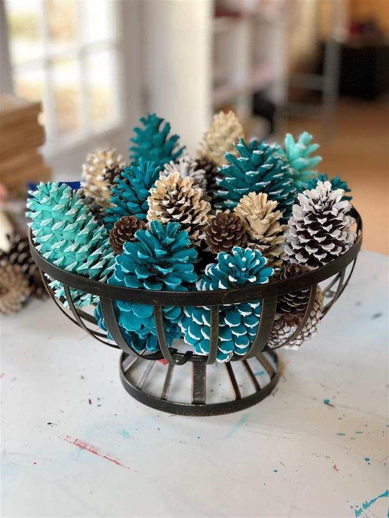 enfeites de mesa natalina com pinha