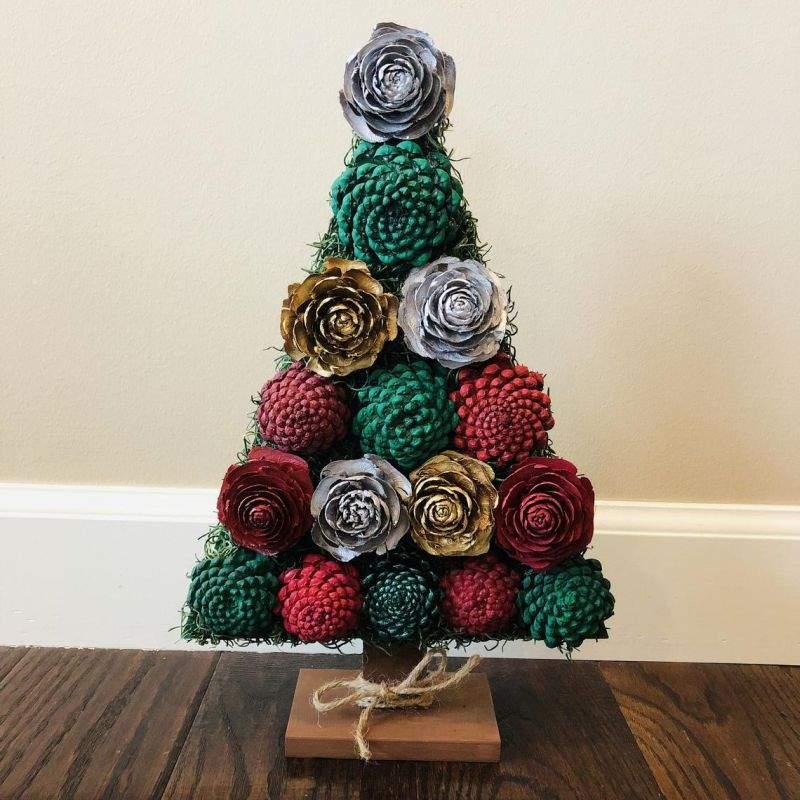 Árvore de Natal de mesa decorada