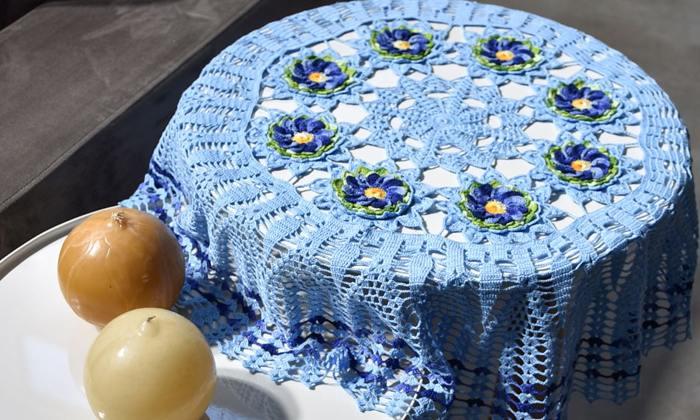 toalha de mesa de crochê com Linha Cléa