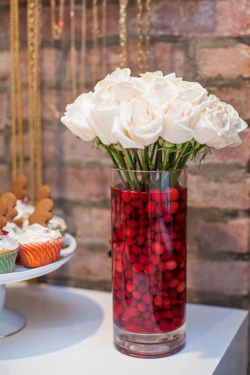 Arranjo de mesa de Natal com flores naturais