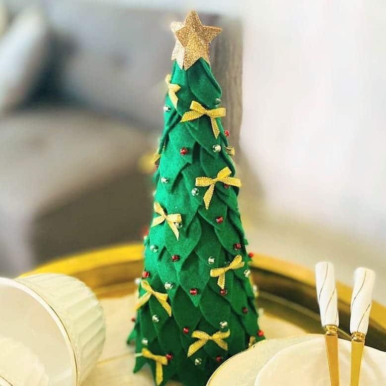 árvore de natal de feltro cone