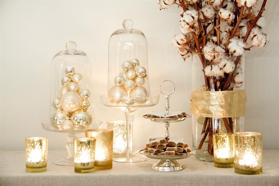 velas e bolas douradas