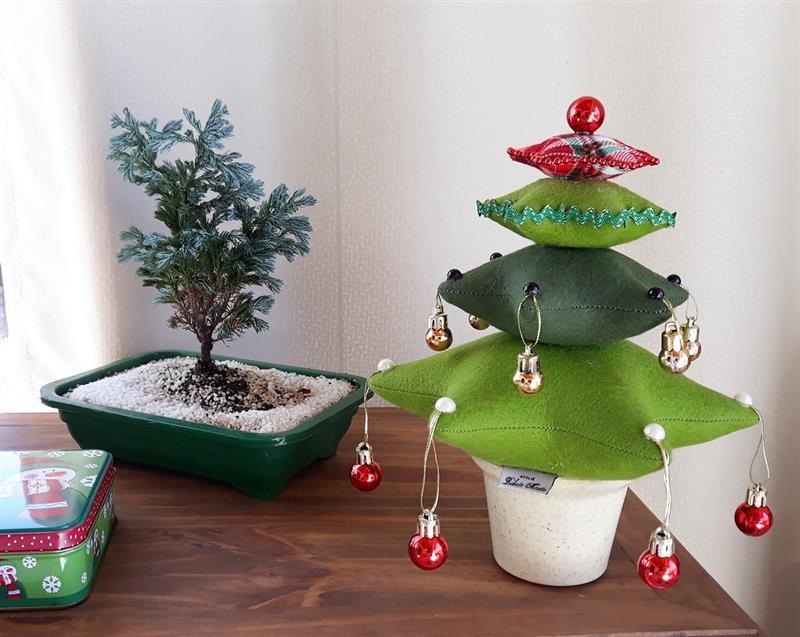 Árvore de Natal de feltro com enchimento