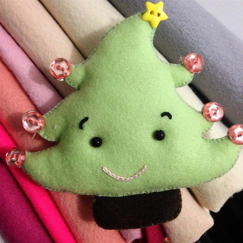 Árvore de natal em feltro com rostinho