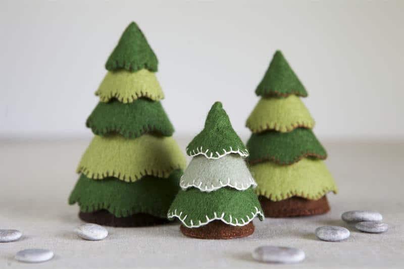 Árvore de Natal de feltro em formato de cone