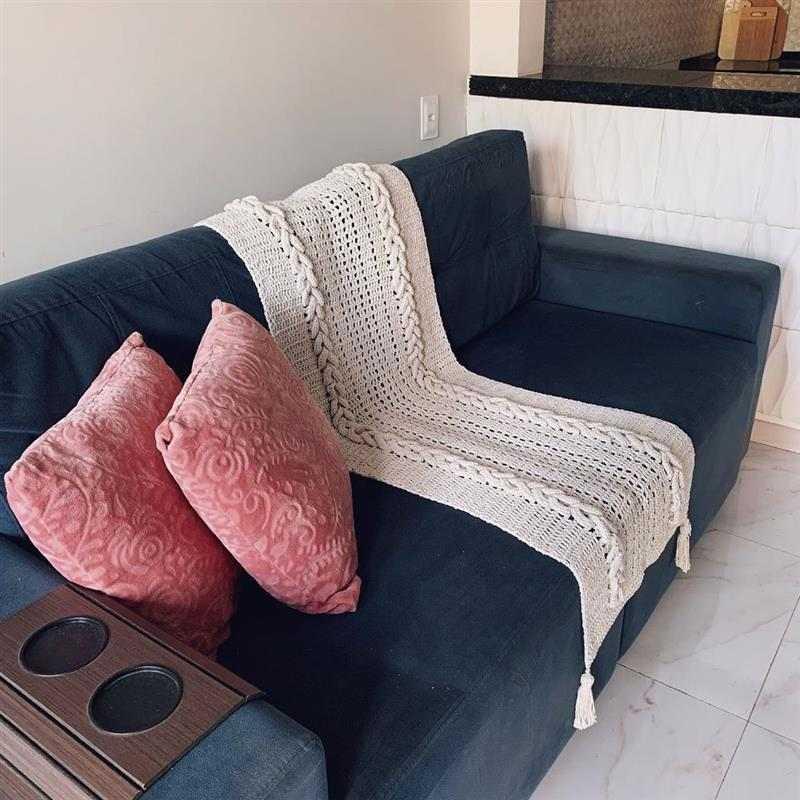 peseira de sofa na cor cru