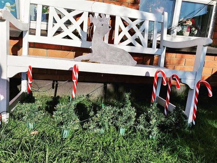 decoração de natal em jardim pequeno