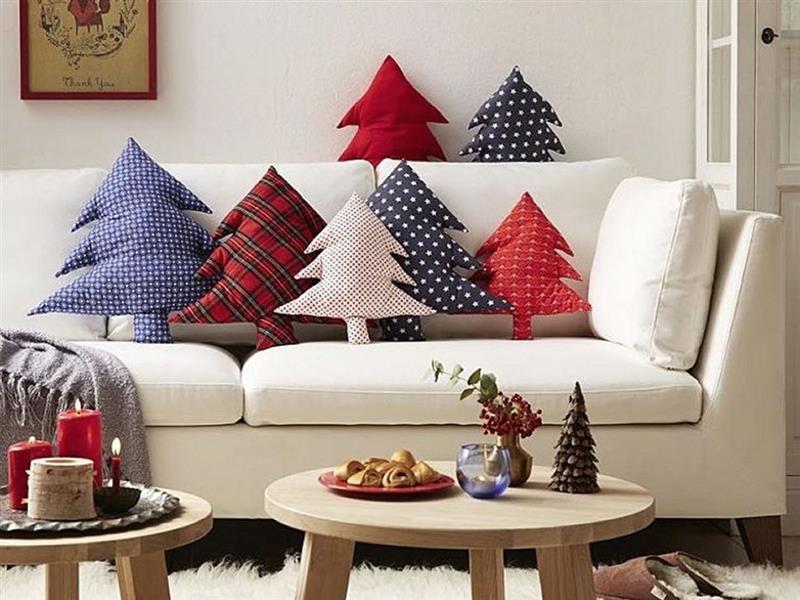 almofadas natalinas em formato de árvore