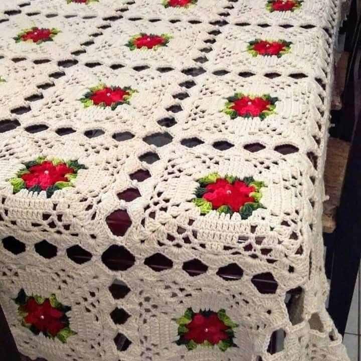 Toalha de mesa de crochê quadrada com flor