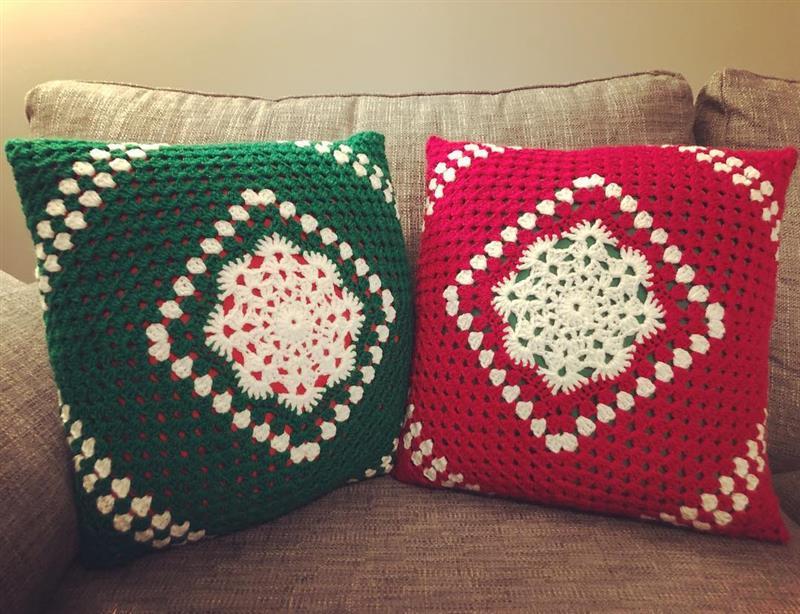 Almofadas natalinas em crochê