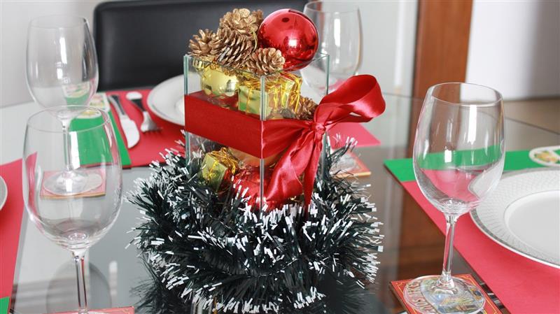 Enfeite de Natal para mesa com pinhas